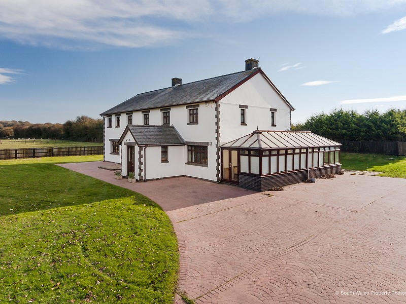 Fantastic Equestrian Facility within few minutes drive of Cowbridge!