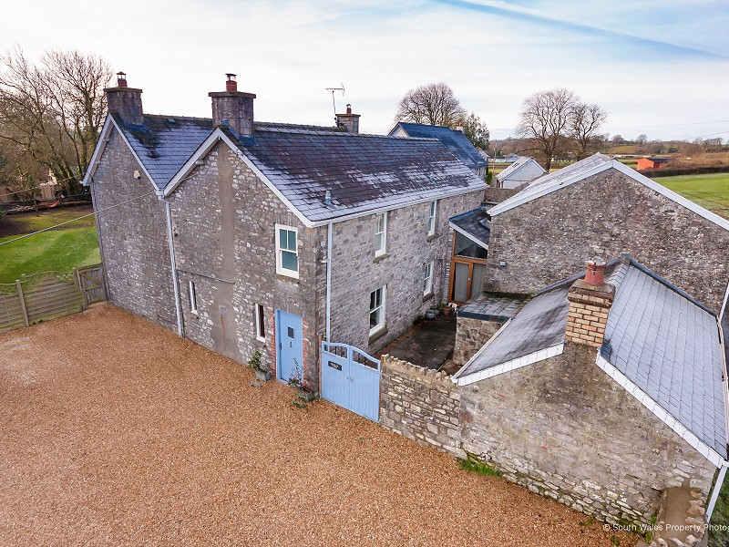 Church Farm, Ystradowen - Stunning design, characterful with modern feel